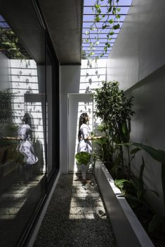 White Skube House / Srijit Srinivas – ARCHITECTS