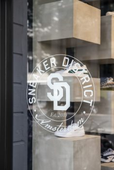 Sneaker District Amsterdam / Barde + vanVoltt