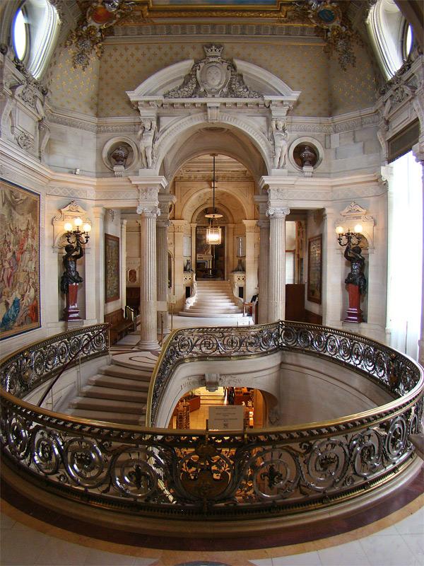 Versailles palace near paris france on inspirationde for Architecte des batiments de france versailles