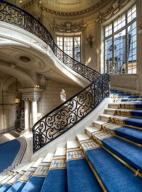 Versailles City Hall: the staircase
