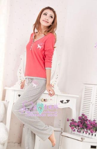V-neck-long-sleeved-tracksuit