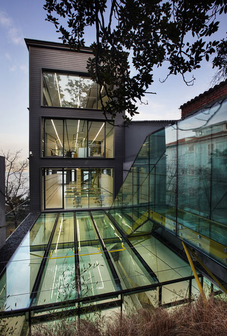 Dardanel Administration Building in Istanbul by Alatas