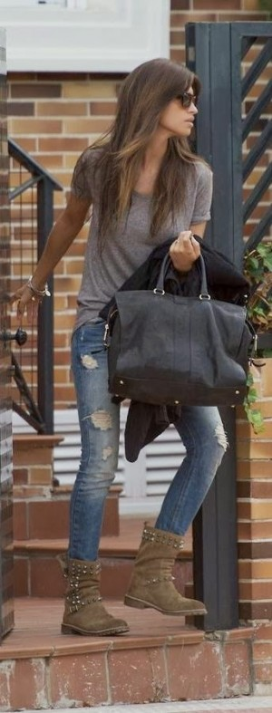 Comfy casual outfits with distressed jeans | HIGH RISE FASHION