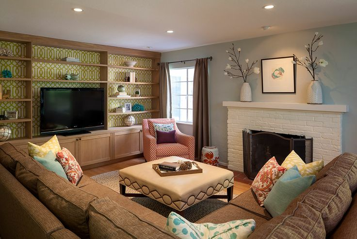 Family tv room on inspirationde for Small family living room ideas