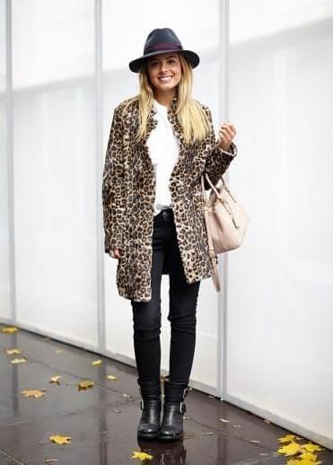 Leopard coat, black hat // Street style | street wear / street style
