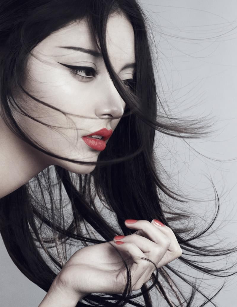 Elsa Andrade Gets Super Sleek for Elle Vietnam, Lensed by Xi Sinsong