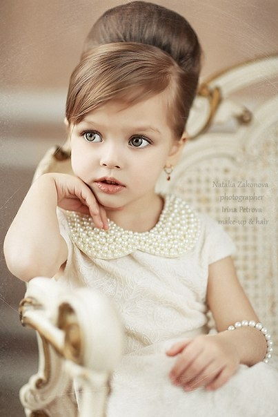 Gorgeous flower girl outfit and hair