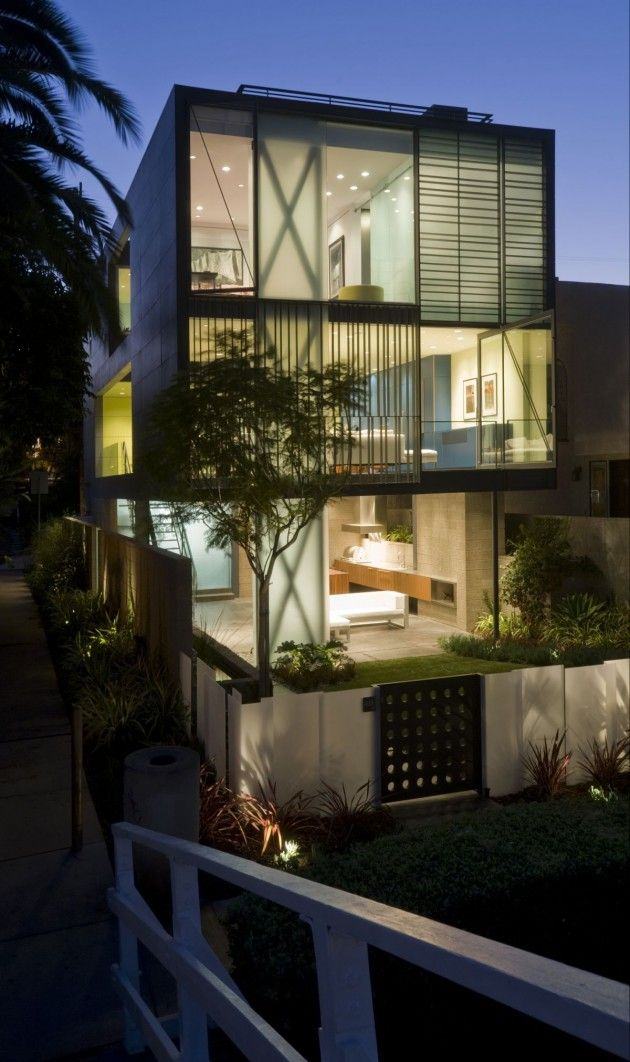 The Hover House by Glen Irani Architects