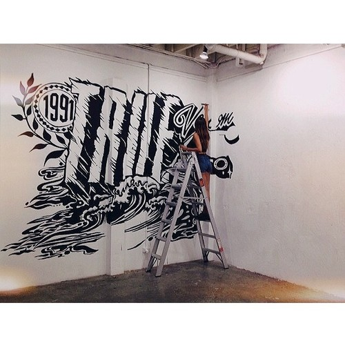Progress on the mural for the @volcom_oz #truetothis party by mrseaves101.