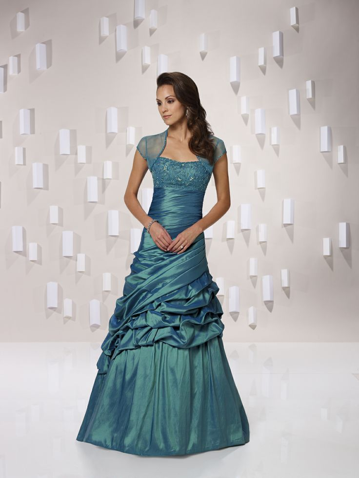 I am in love with this dress.   Fashion   Pinterest