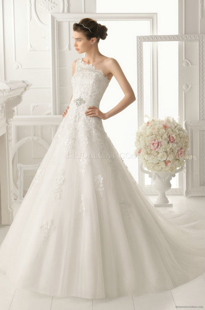 style 327.00 – Aire Barcelona 133 Olimpo Wedding Gown,The exceptional back of this wedding ...