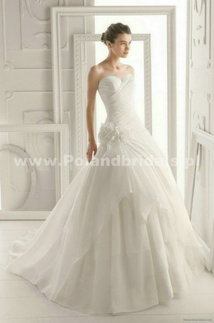 style 315.00 – Aire Barcelona 171 Oriente Wedding Gown,Photographed in Lavender,scooped ne ...