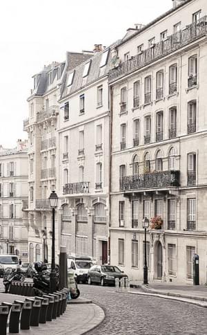Montmartre windy street