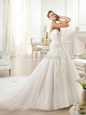Princess Sweetheart Tulle Chapel Train Lace Wedding Dresses