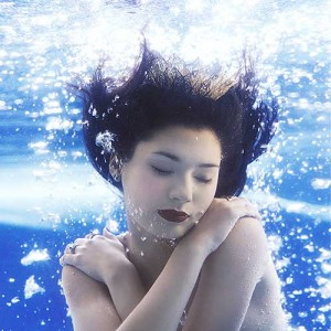 Underwater fashion and beauty