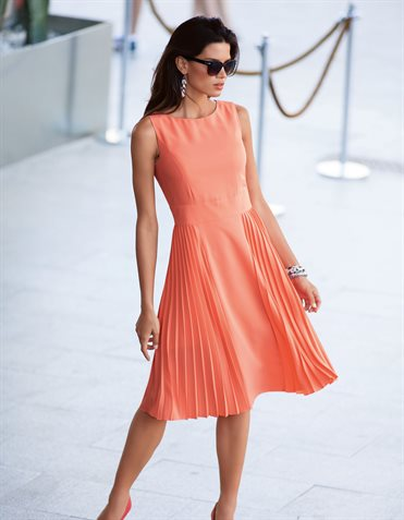 Dress  in the color salmon – orange, pink – in the MADELEINE online collection