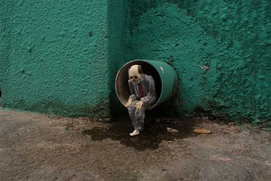 Photography by Isaac Cordal