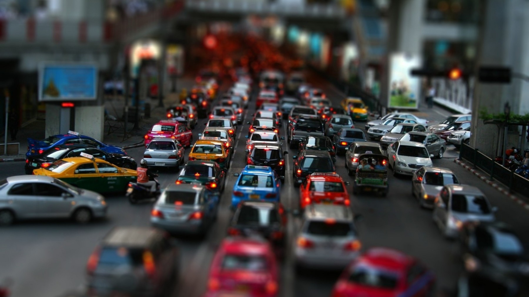 Tilt Shift Street Traffic – Photography Wallpapers