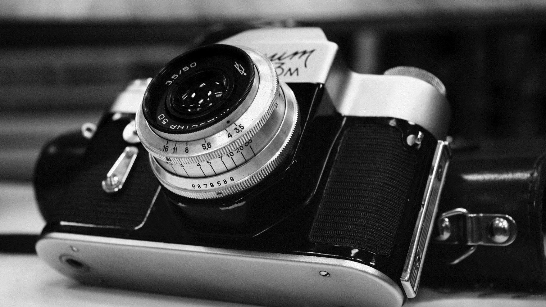 Vintage Black And White Camera – Photography Wallpapers