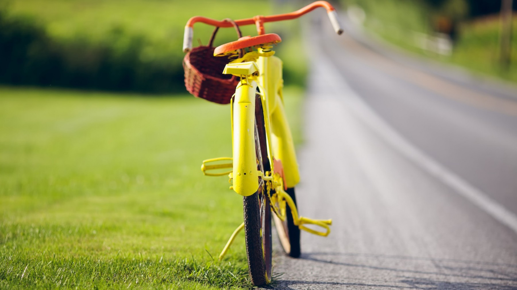 Yellow Bicycle at Roadside – Photography Wallpapers