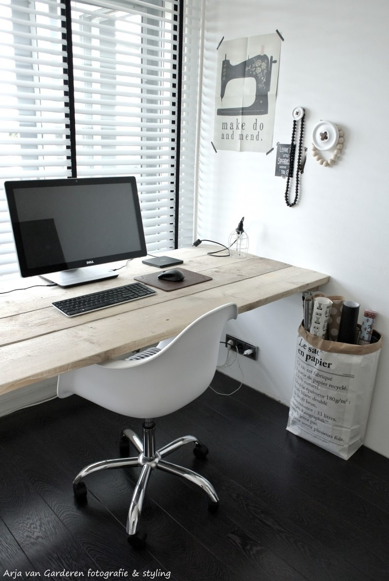 Black, white & wood: My workplace # 2