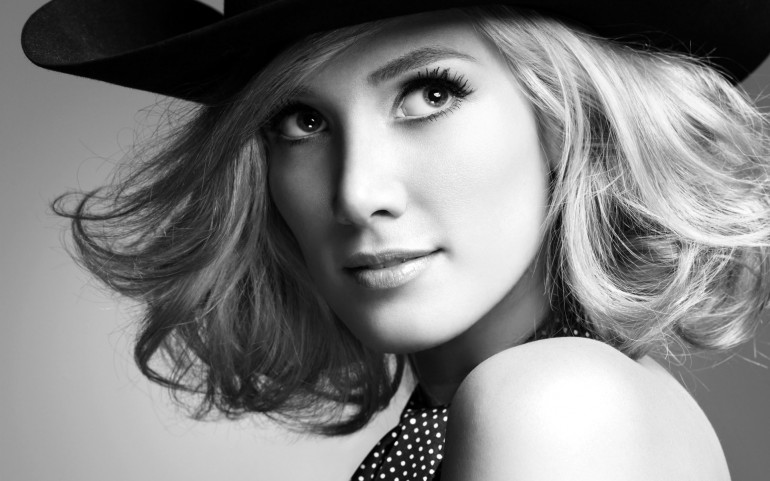 Delta Goodrem – Photography Wallpapers