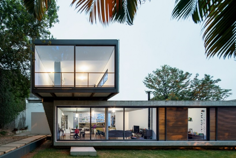 Metro architects stacks LP suburban house in sao paulo