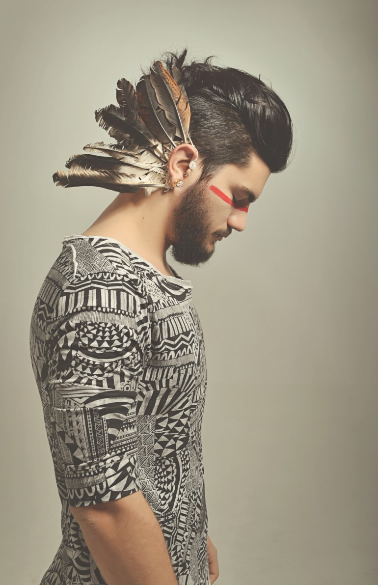 Caiomotta Indie Aztec feathers hipster Men's fashion