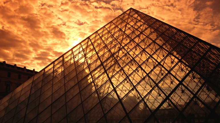 Parisian Pyramid – Photography Wallpapers