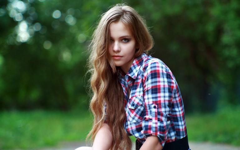 Beauty Bokeh Girl in Checkered Shirt – Photography Wallpapers