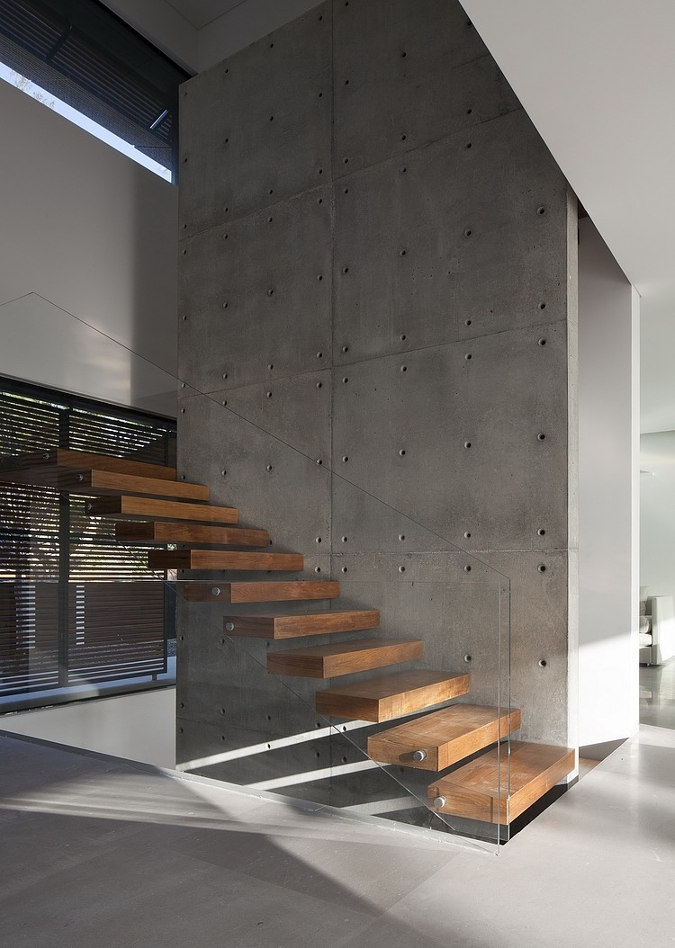 Kfar Shmaryahu House by Pitsou Kedem Architects