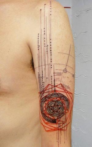 Tatouage abstrait, avec du rouge| Tatouages et lignes | Pinterest