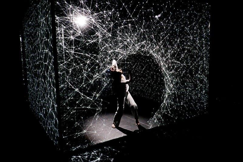HAKANAI – by Adrien M/Claire B,  Danseuse Akiko Kajihara © Photo: Romain Etienne