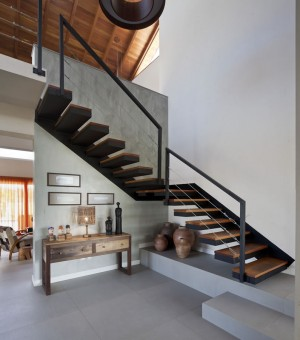 Brick-Defined Contemporary Residence in Brazil: Casa CKN