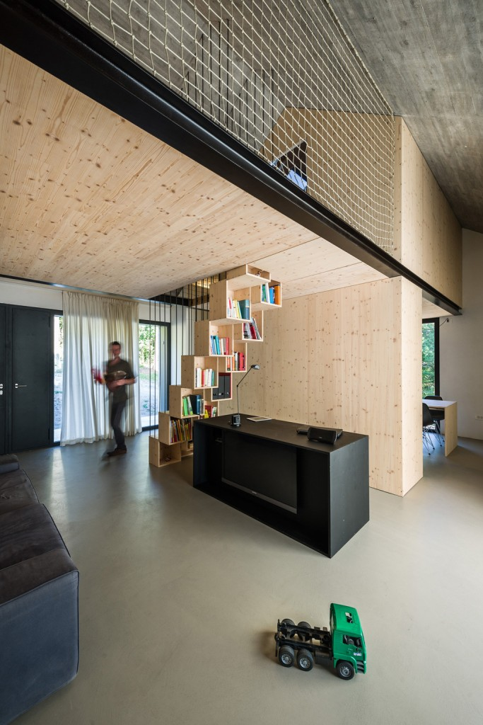 Compact Karst house: redefinition of a traditional stony house