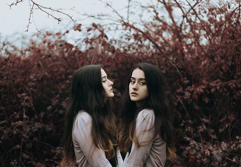 Stunning Self Portraits by Cansu Ozkaraca