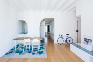 Casa Eulàlia: minimalist interior personalized in navy blue