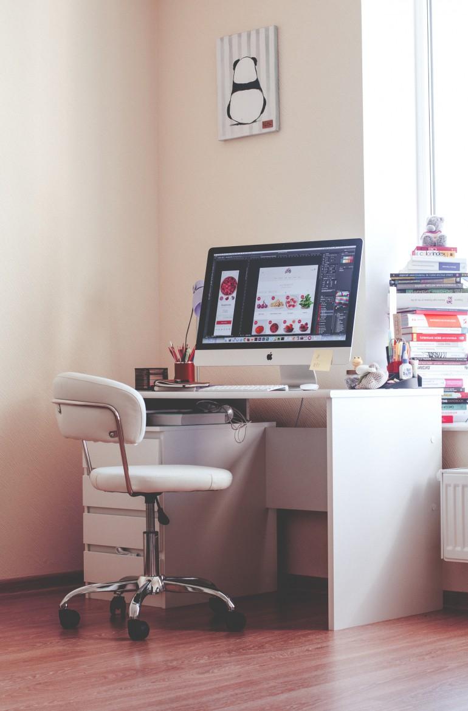 Home workspace by Olia Gozha