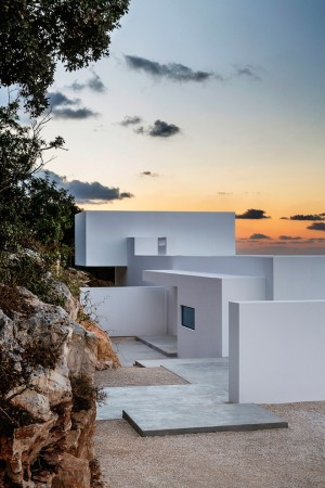 Jaw-Dropping Greek Villa Looks Like a Touch of Heaven – Getaways