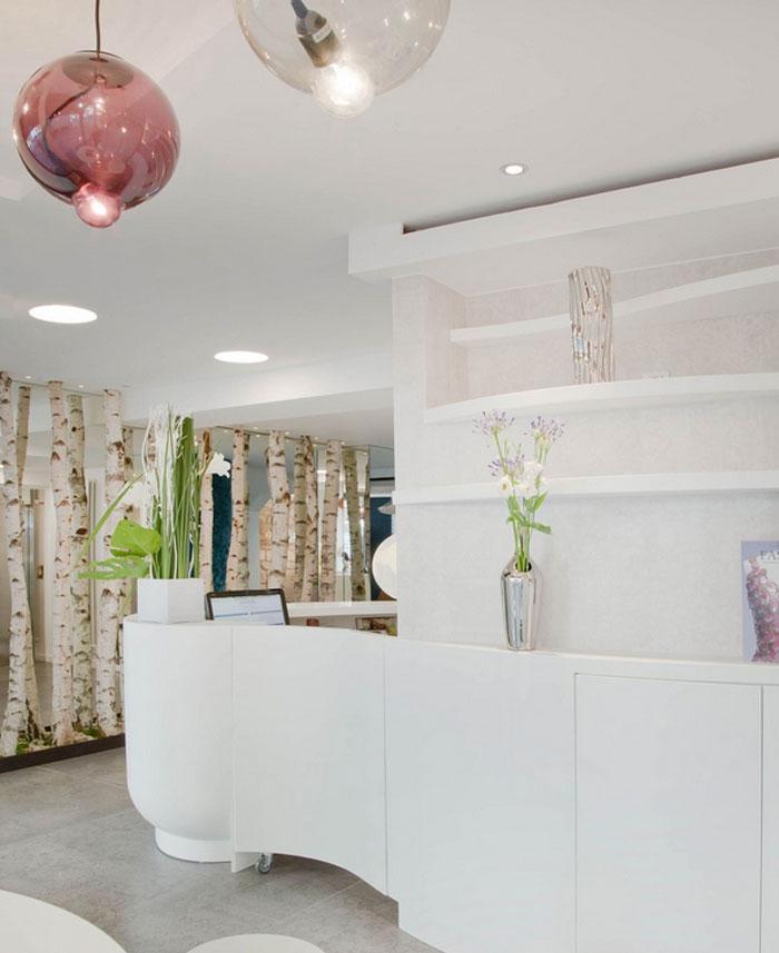 Colorful and Trendy Parisian Hotel Decor – InteriorZine