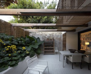 Contemporary Home in an Old Building in Barcelona – InteriorZine