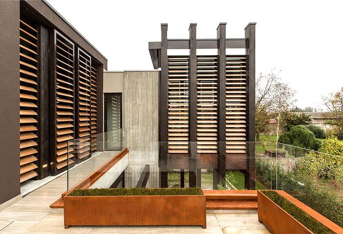 Giraldi Associati Architetti Design a Concrete House in Bologna – InteriorZine