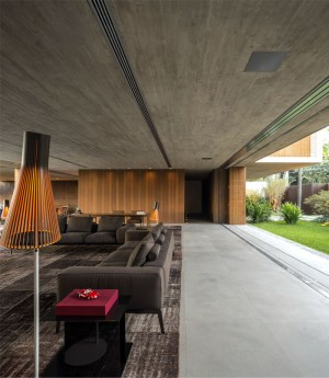 Minimalist P House Made Of Concrete and Wood – InteriorZine