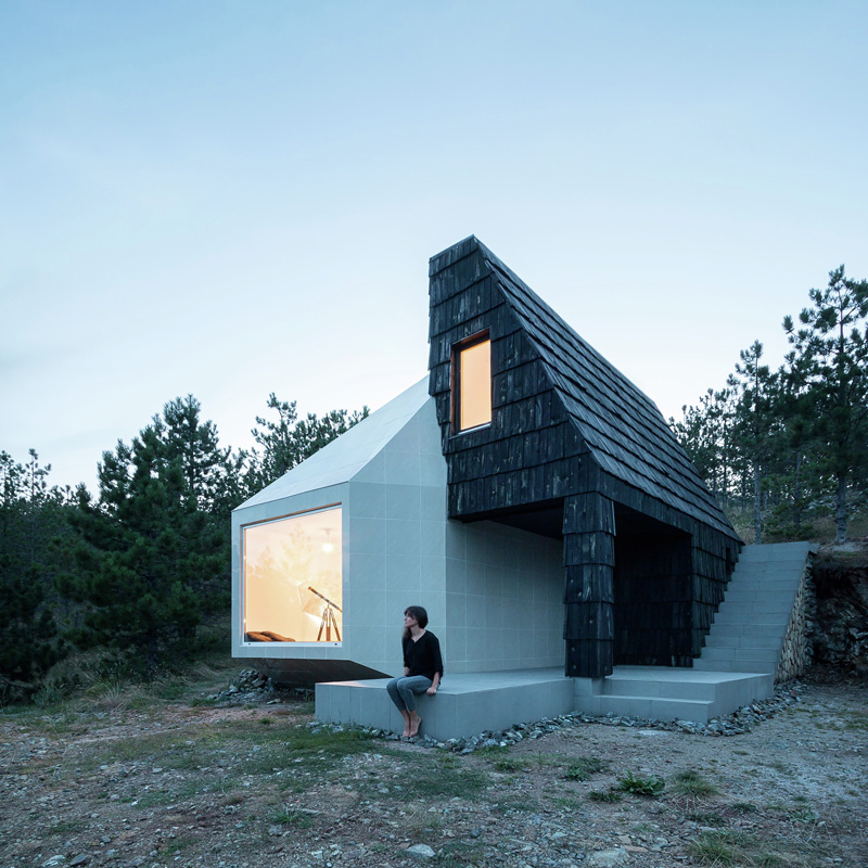 Mountain Home Built by Combining and Connecting Two Monolithic Volumes