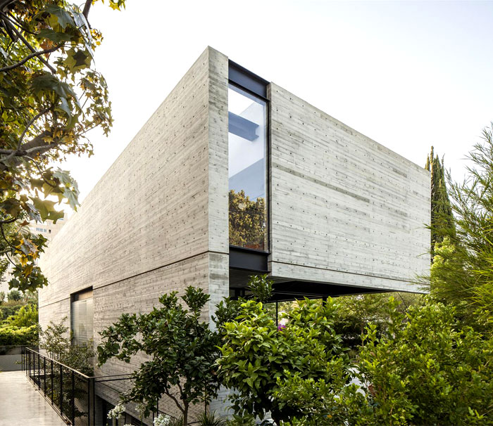 SB House – Wrapped in a Shell of Concrete – InteriorZine