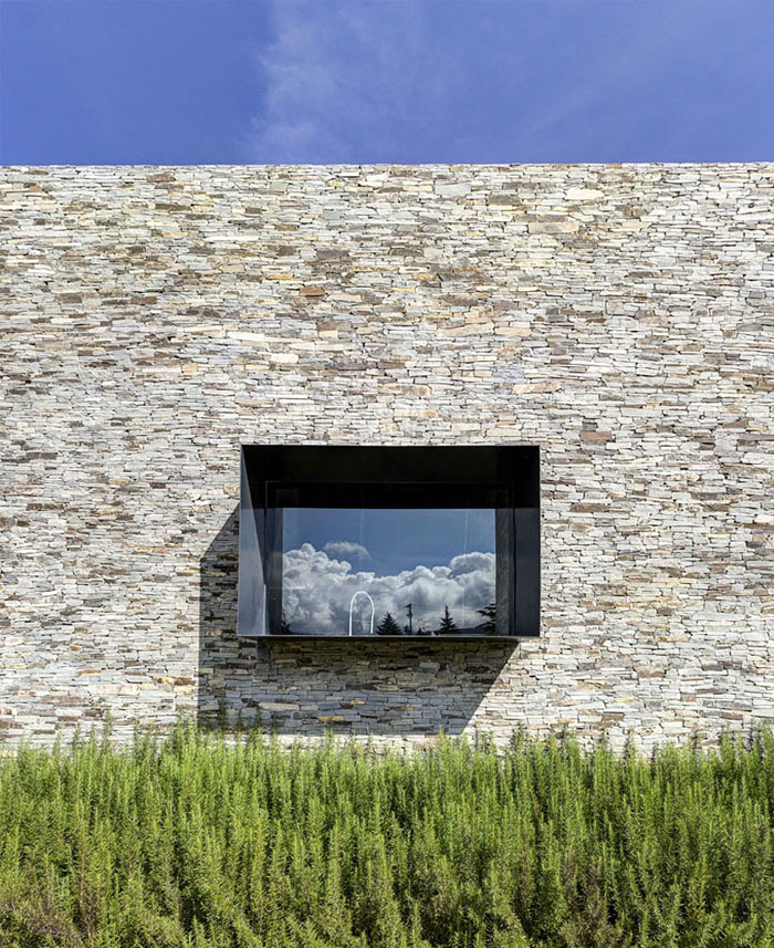 Stone House with Magnificent View by Elias Rizo Arquitectos – InteriorZine