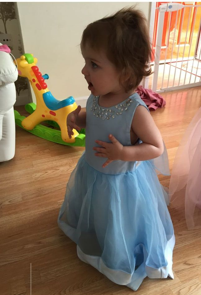 Flower girl dresses, so lovely kid.