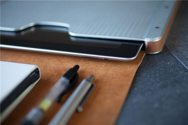 Bowden – handcrafted iPad case