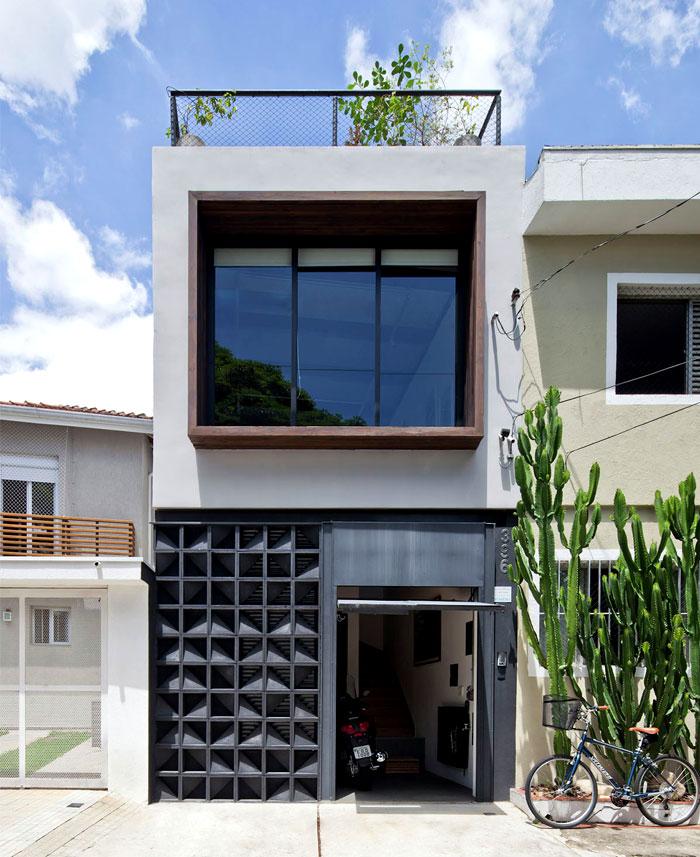 SuperLimao Studio Designed Urban House With Artistic Facade – InteriorZine