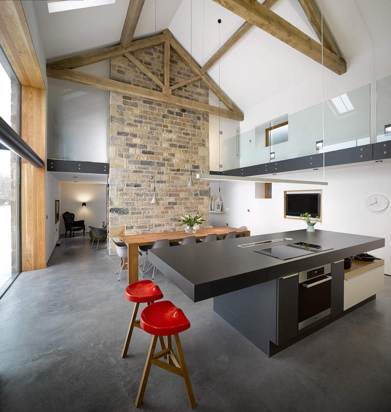 Cat Hill Barn – 16th Century Barn Converted into a Modern House